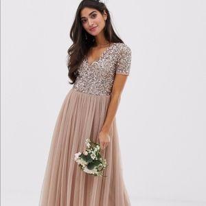 Maya Petite v neck maxi tulle dress w/ sequins NEW